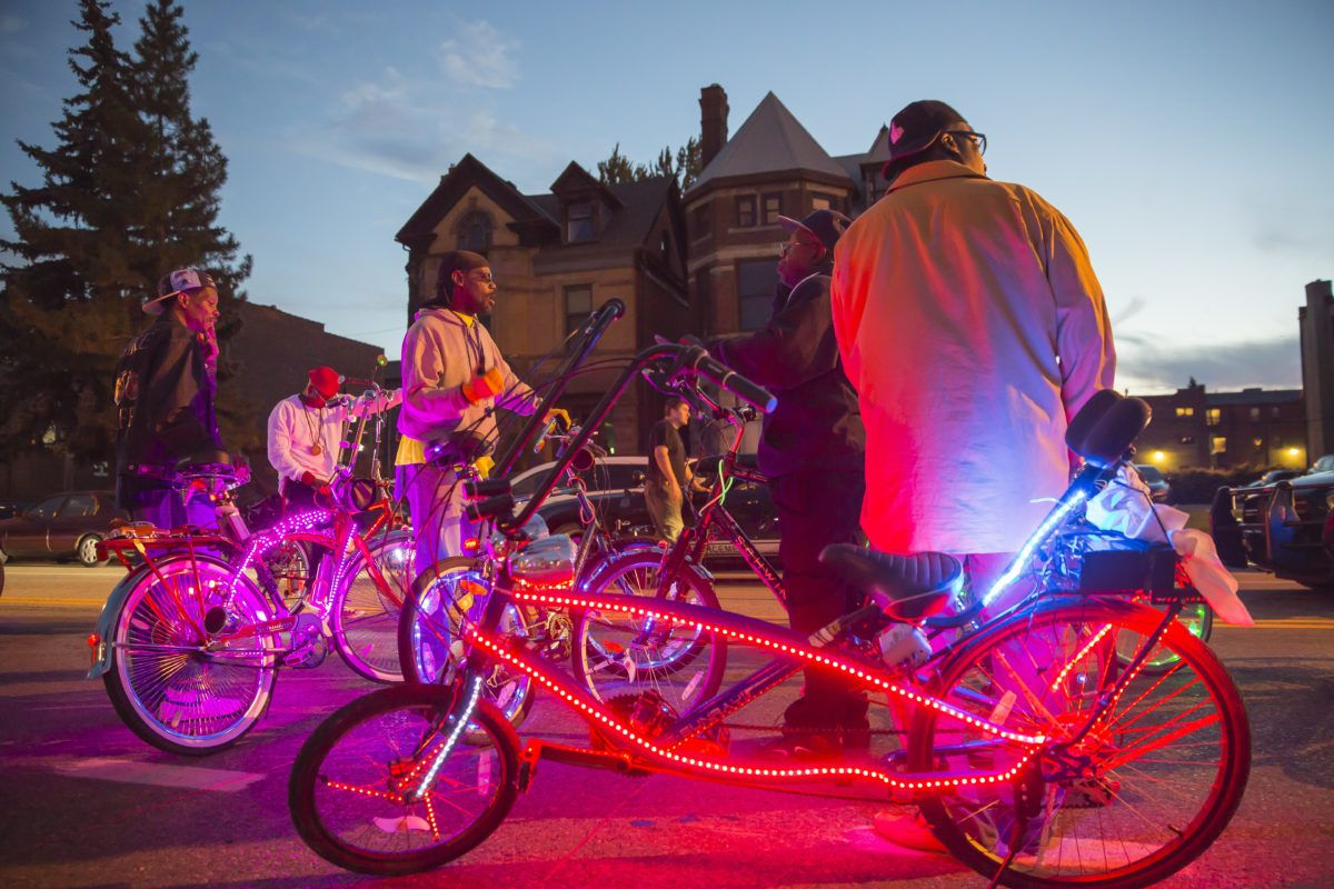The Light Bike Parade Returns to Dlectricity 2017